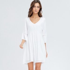 Dresses & Skirts - 🎉HP🎉 White Smock Style Dress